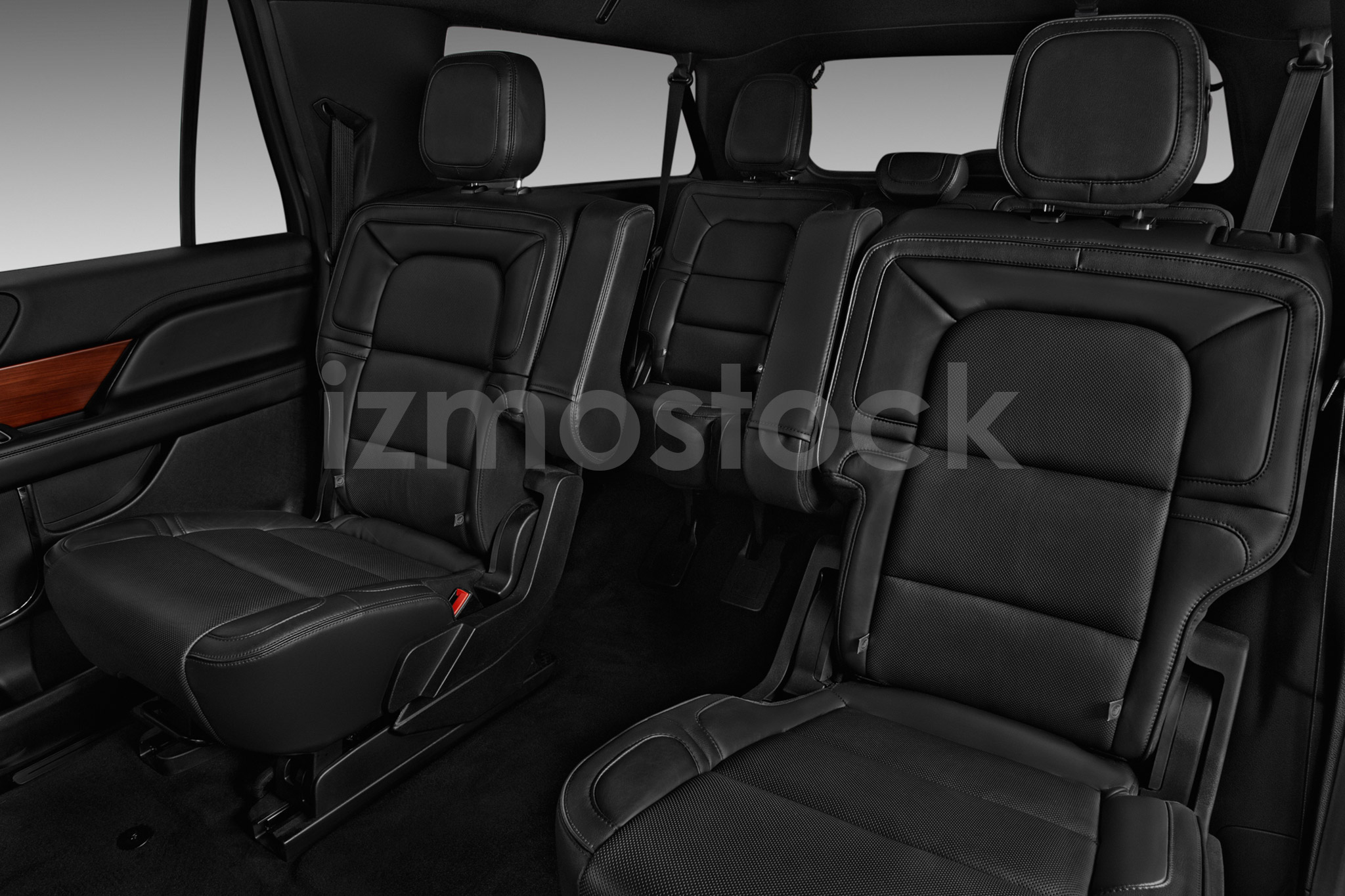 lincoln_18navigatorselect4a_rearseat