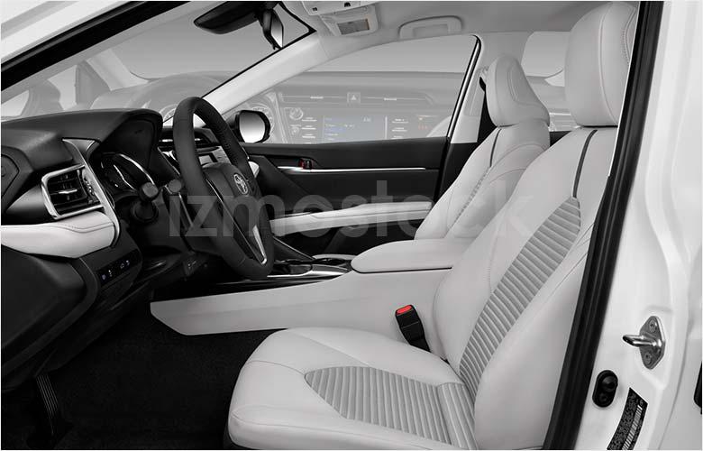 2018-toyota-camry-se-sedan-front-seat