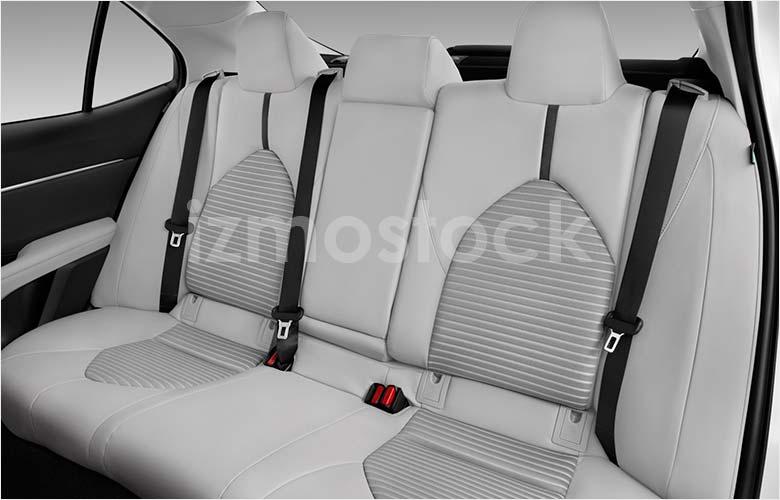 2018-toyota-camry-se-sedan-rear-seat