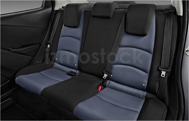 toyota_19yarislesd3af_rearseat