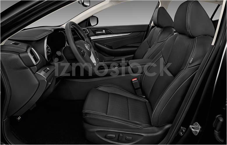 2019_Nissan_Maxima_frontseat