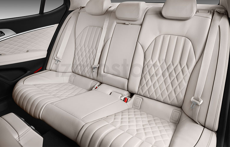 2019_Genesis_G70_rear_seat